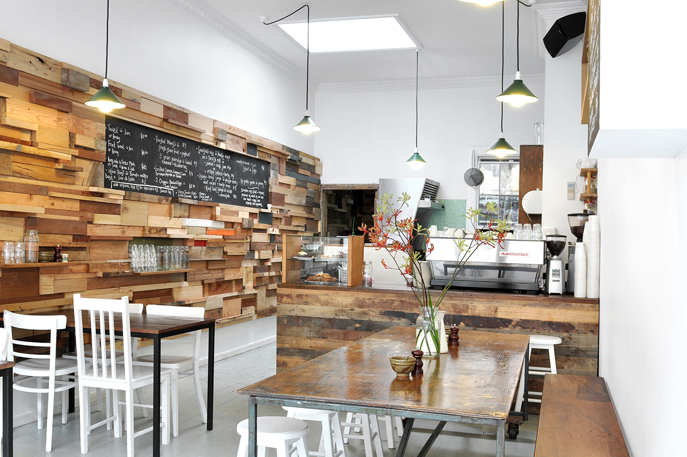 Slowpoke cafe sasufinet for Brilliant cafe interior design ideas